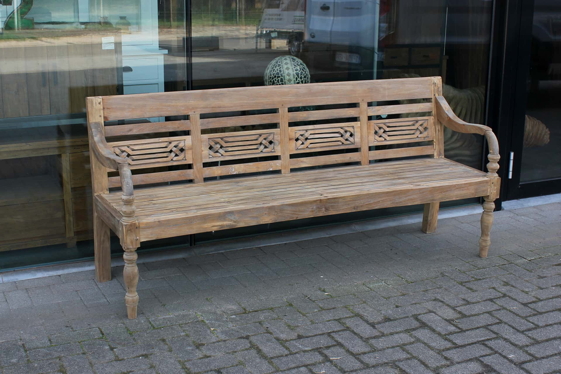 Bangku Dijalin O200G Old | luxury old teak garden bench with tight braided motif in the back. Station bench from Indonesia.