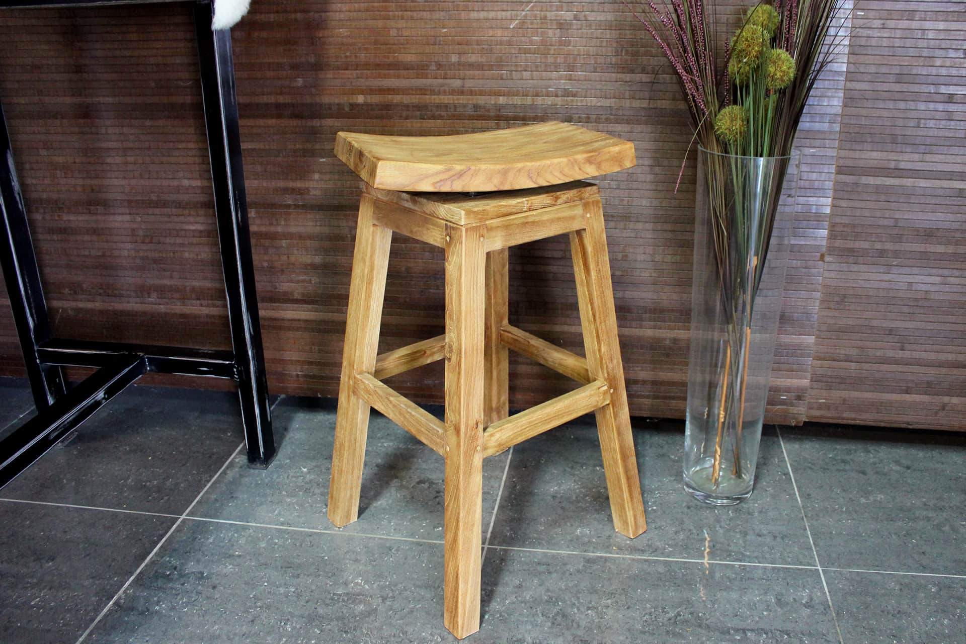 Barstool Teak Lapang | design barstool teak with rotating seat. Modern wooden bar stool or bar stool in old teak from Indonesia. Teak stools at TEAK2.
