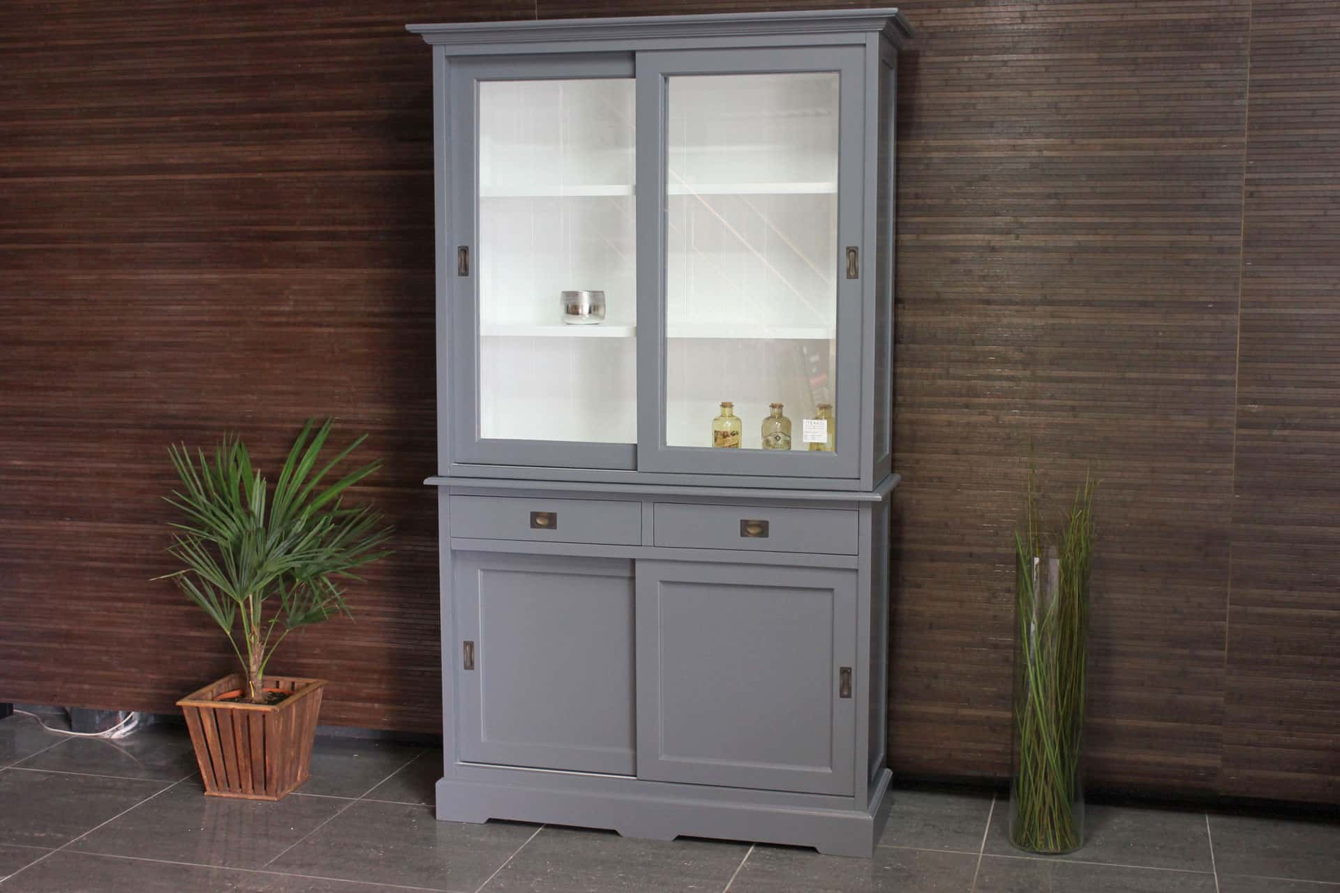Cerah 125WL TG | modern grey display cabinet with white. Grey buffet cabinet, modern and slim design and faceted cut glass. Grey cabinets - TEAK2.