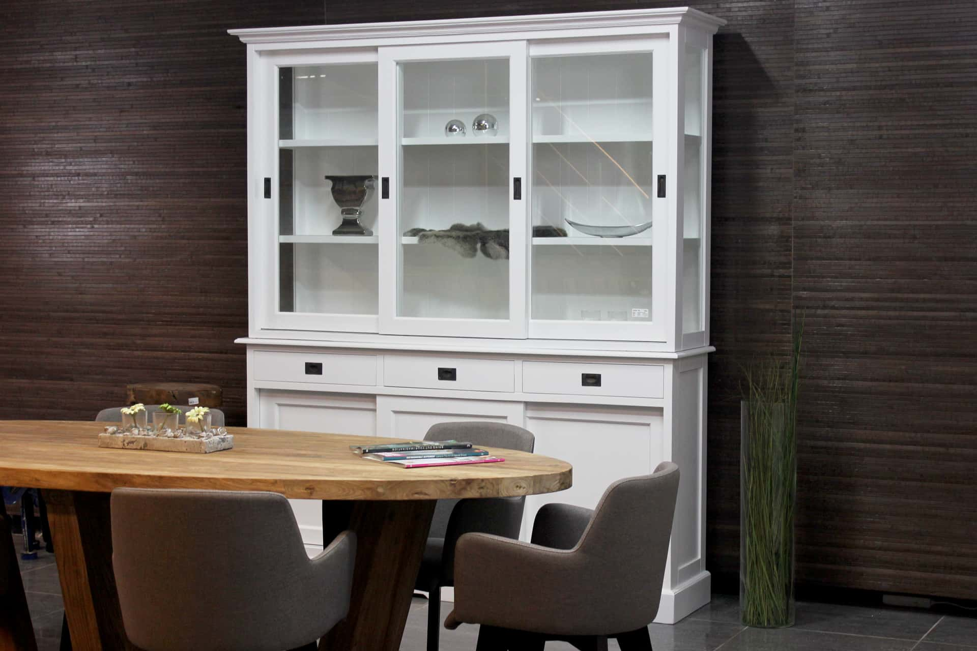 Cerah 180L SW | modern white display cabinet with faceted glass and slim design. Cheap display cabinets & buffet cabinets white & sliding doors at TEAK2.