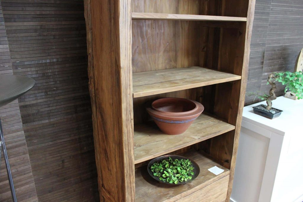 Cuci Bebas 70E Old | narrow teak bookcase in erosion teak. The old teak gives the small bookcase an exclusive character - furniture store TEAK2.