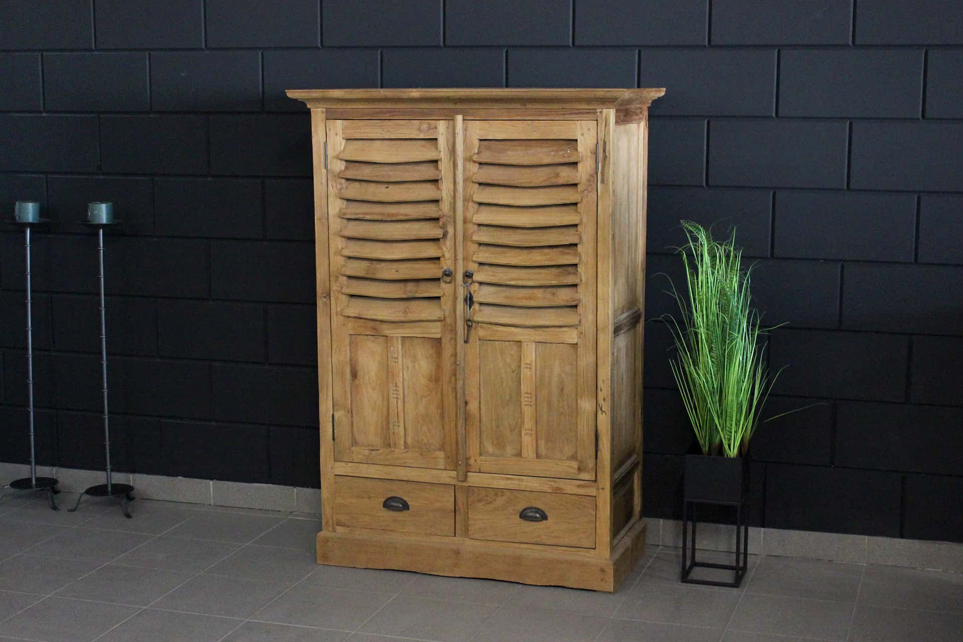 Cuci Kerai 90I Old | narrow teak wall cabinet with 2 louvre doors and drawers from Indonesia. Small teak cabinet - furniture store TEAK2.