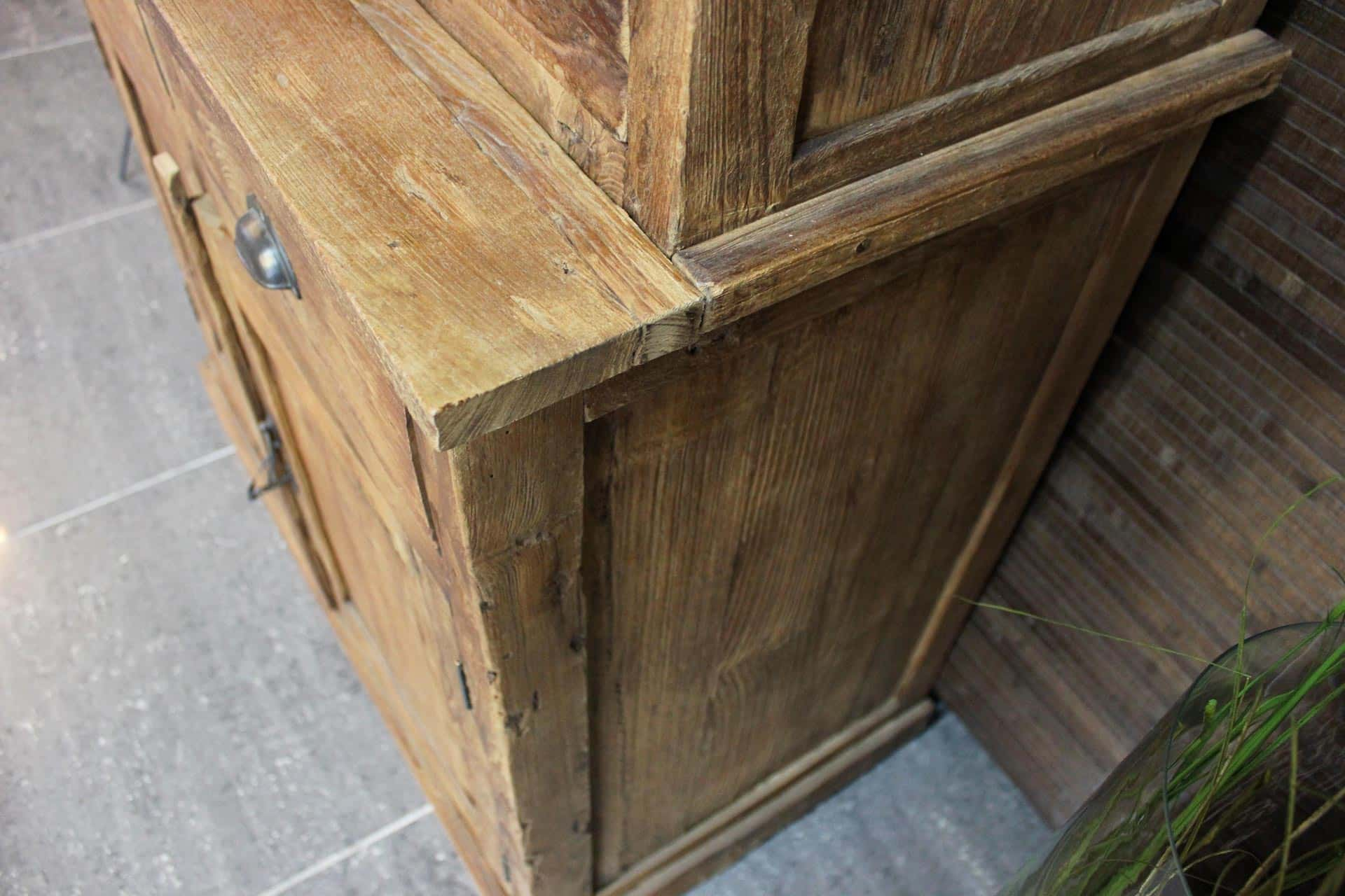 Cuci Pintu 90E Old 4 | rural teak wall cupboard in old erosion teak. This closed sideboard has revolving doors and drawers. Teak furniture store TEAK2.