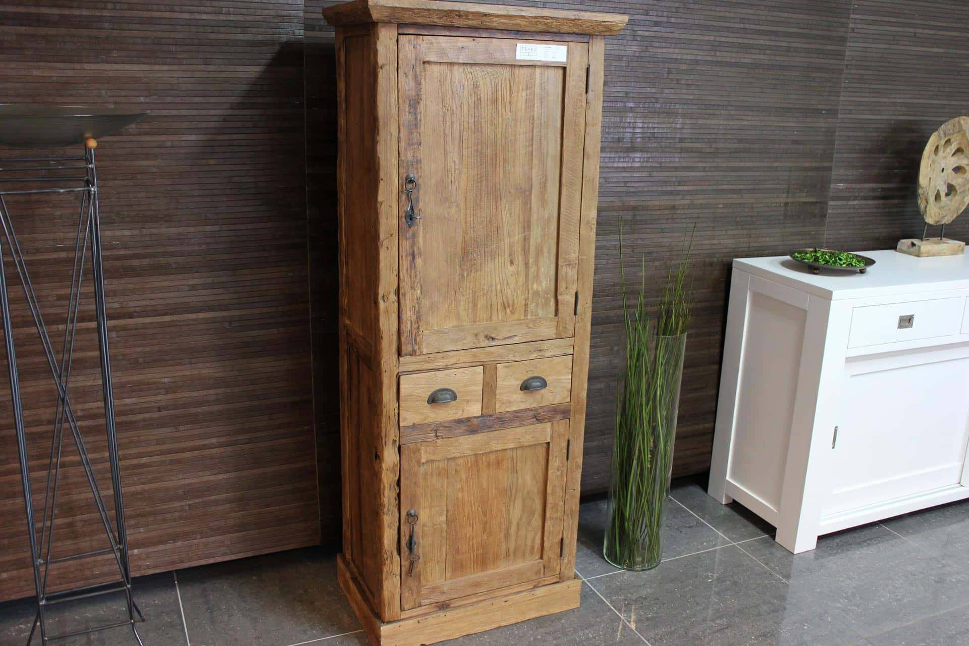 Cuci Remeh 60E Old | small teak wall cabinet from Indonesia. This small teak cupboard is made in exclusive old erosion teak. Teak furniture at TEAK2.