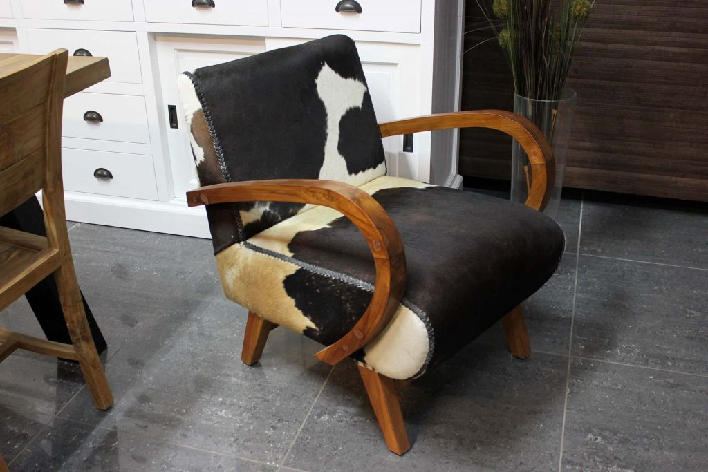 Sapi Cowhide | luxury armchair cowhide and teak. Chic design armchair equipped with a real leather cowhide and teak frame - furniture store TEAK2.