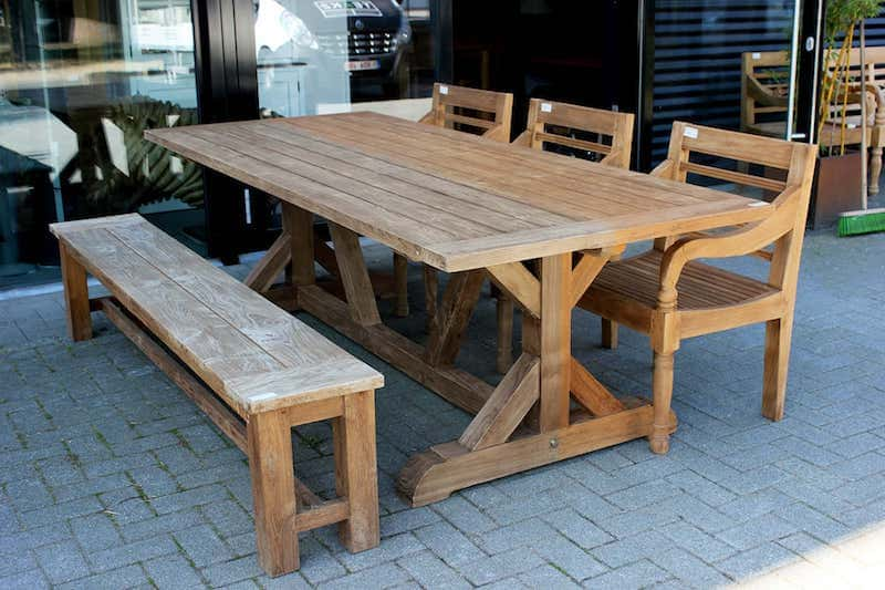 Maintenance | teak garden furniture maintain & protect with teak oil. Discover the maintenance of teak garden furniture: oil or other teak protector - TEAK2