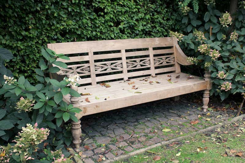 Maintenance | store teak garden furniture, tips and what not to do. Find out more in this blog about storing teak garden furniture - TEAK2.