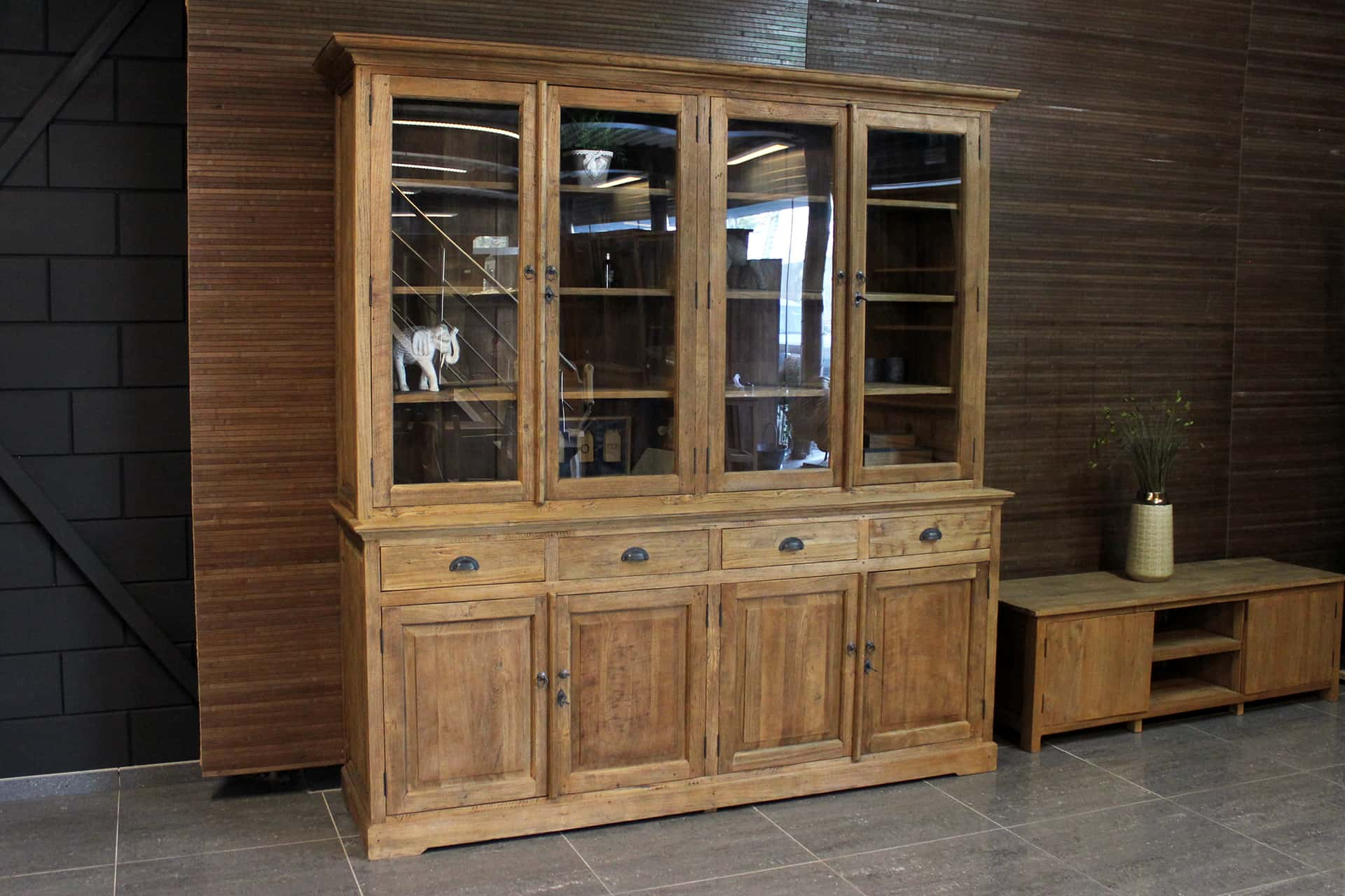 Teak Asli 210IL Old | rural teak buffet cabinet in solid old teak. Wooden display cabinets and buffet cabinets from Indonesia, quality - TEAK2.