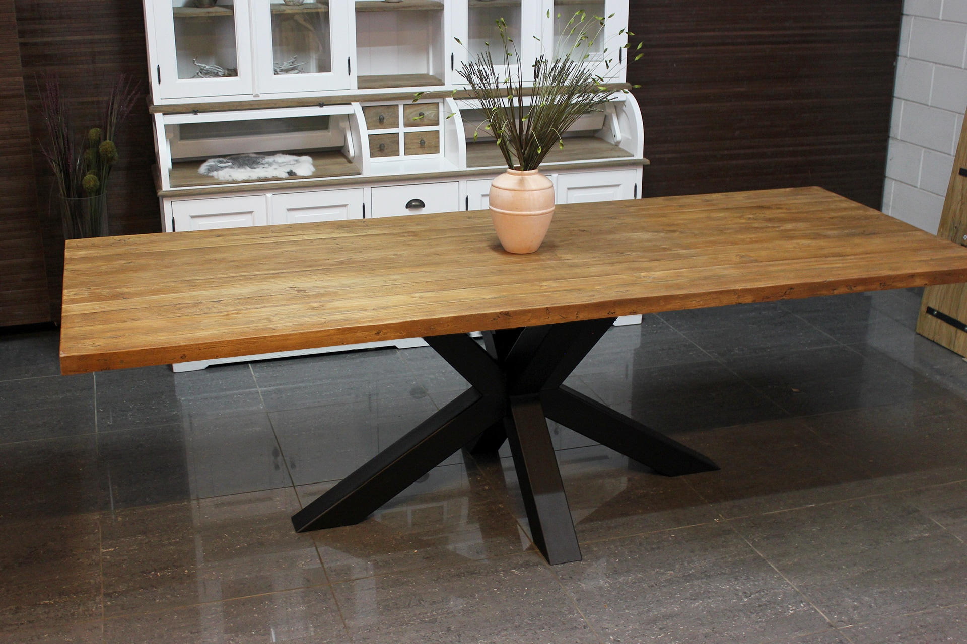 Teak Besi T260LSL Old | teak design dining table with industrial leg. Beautiful thick top in old teak. Exclusive dining tables at TEAK2.
